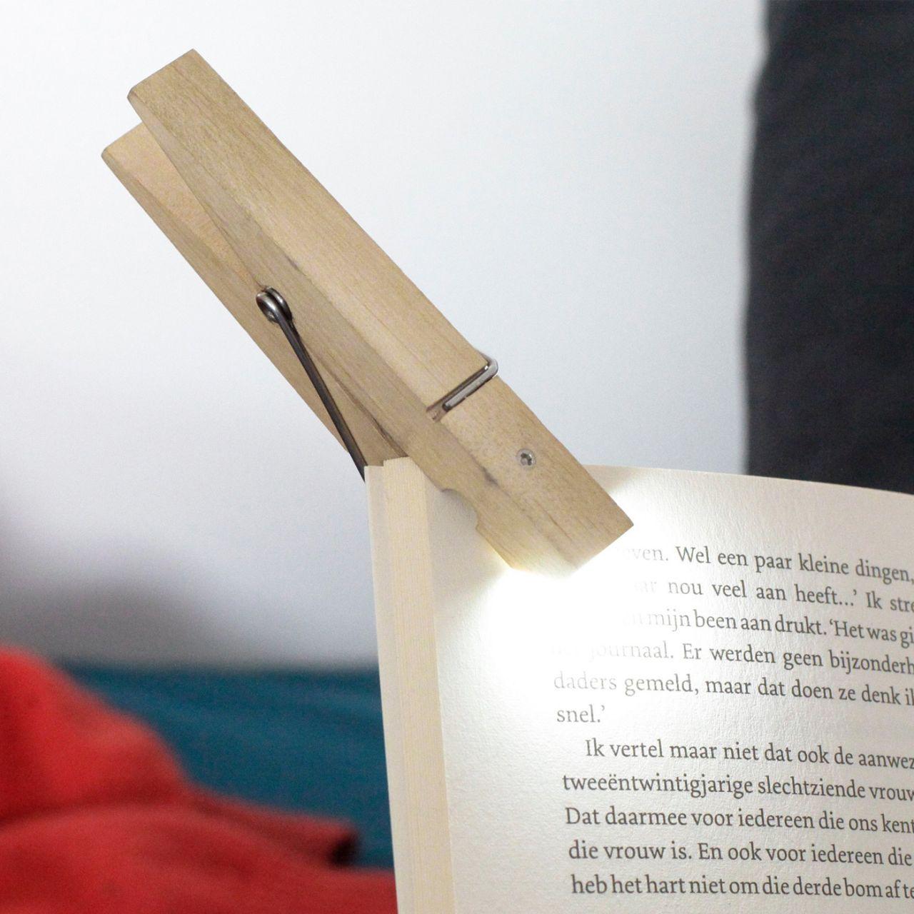 lampe de lecture pince à linge kikkerland