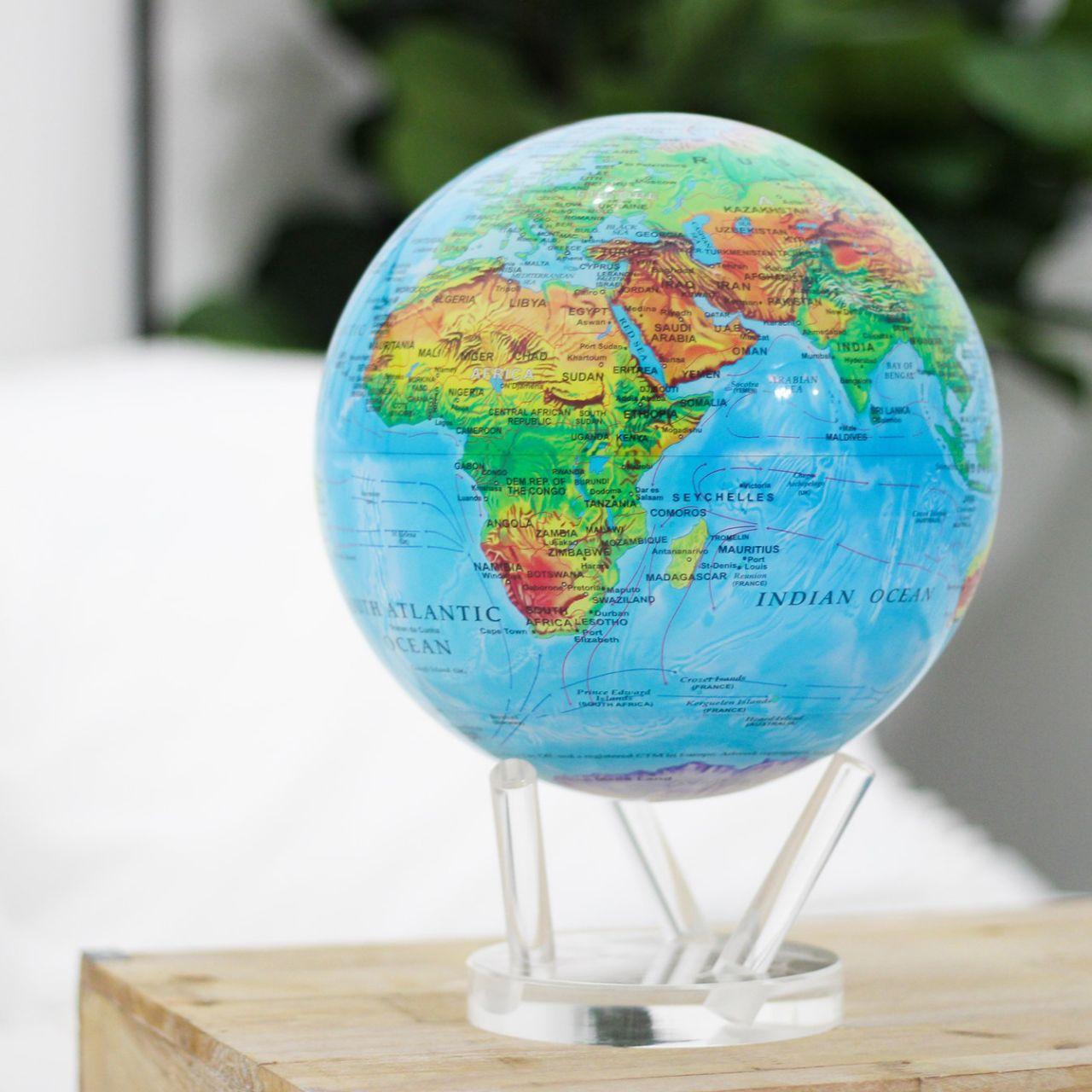 globe terrestre reliefs et océans mova