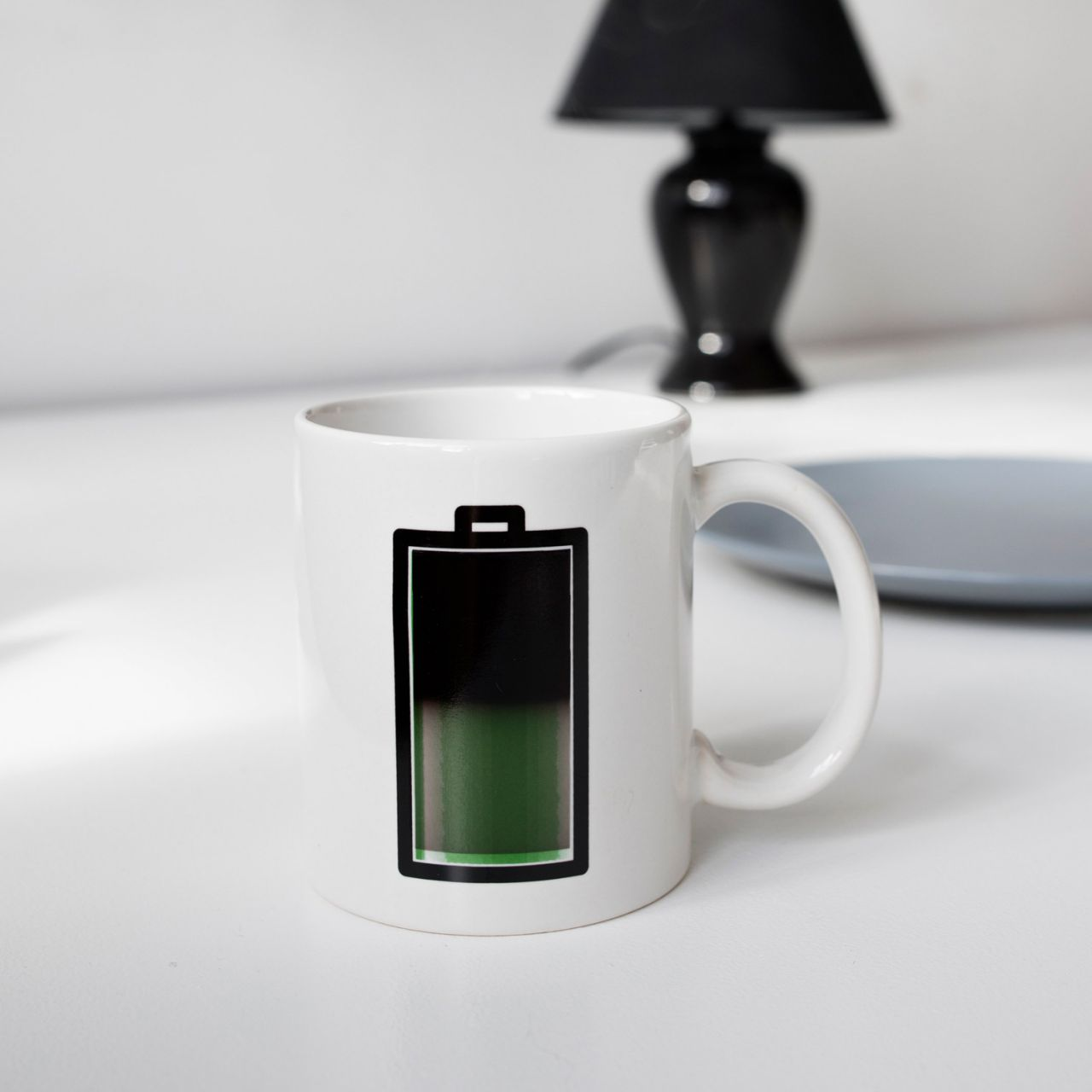 mug batterie thermoréactif kikkerland